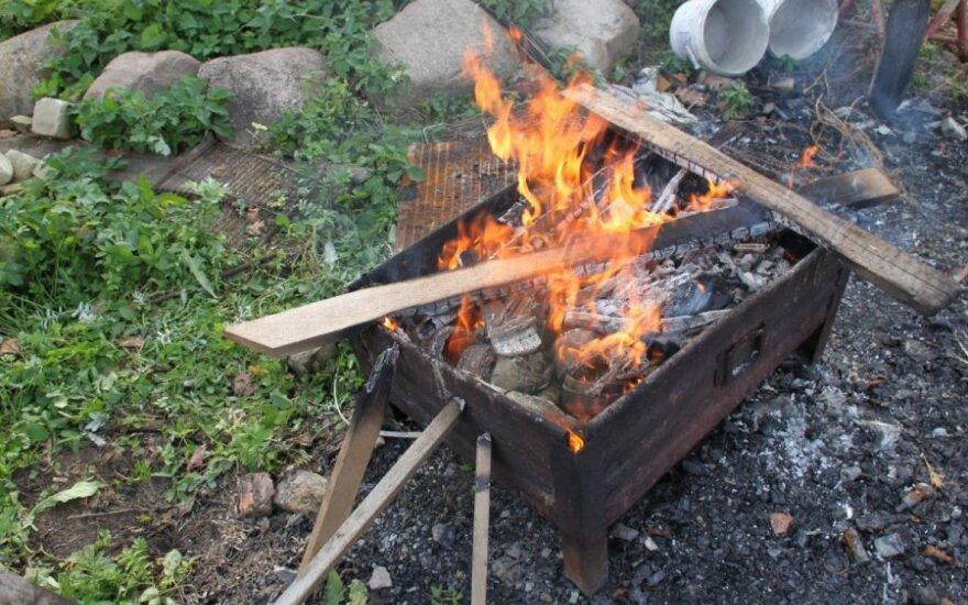 Už neleistinoje vietoje uždegtus laužus aplinkosaugininkai skyrė baudas
