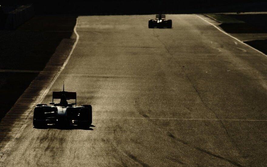 """""""Formulės-1"""" automobilių bandymai Barselonos trasoje"""