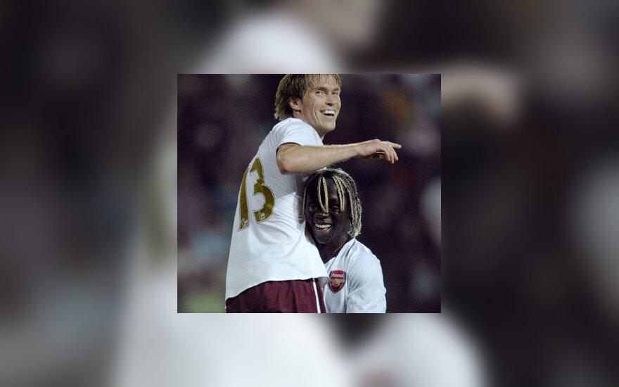"""Aleksandras Hlebas ir Bacary Sagna (""""Arsenal"""") džiaugiasi įvarčiu"""
