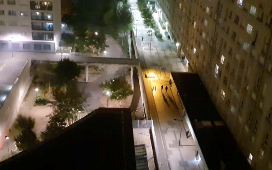 Policijos nuovada netoli Paryžiaus tapo pirotechnikos priemonių atakos taikiniu