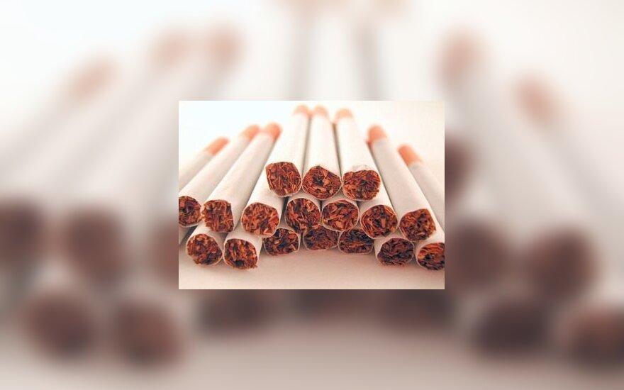 Pasieniečio mašinoje ir namuose – kontrabandinės cigaretės