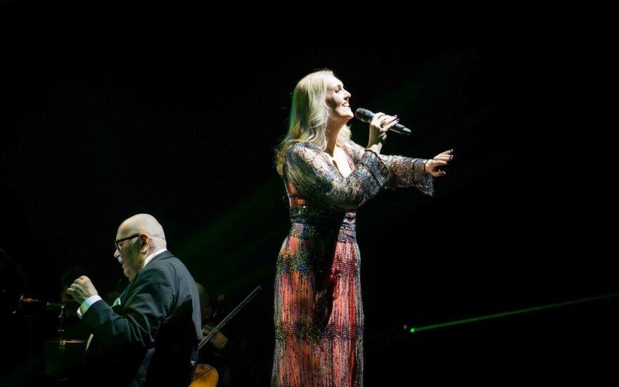 Enya dainų koncerte žinomiausi Lietuvos atlikėjai sukūrė Kalėdų pasaką