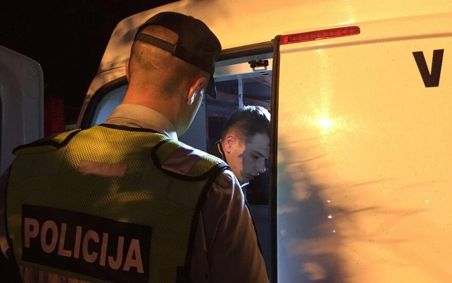 Vilniuje girtas vairuotojas po avarijos bandė sprukti, bet žmonės jį sugavo