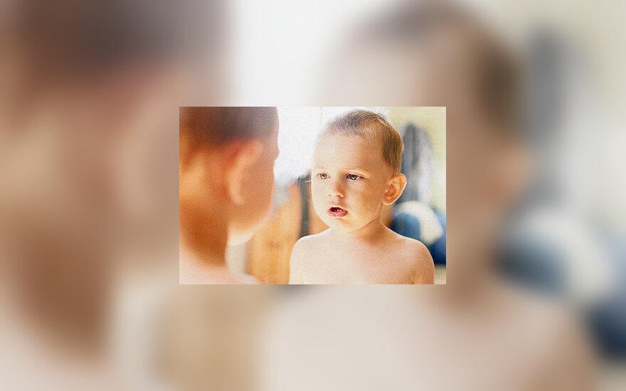 Vaikas, veidrodis