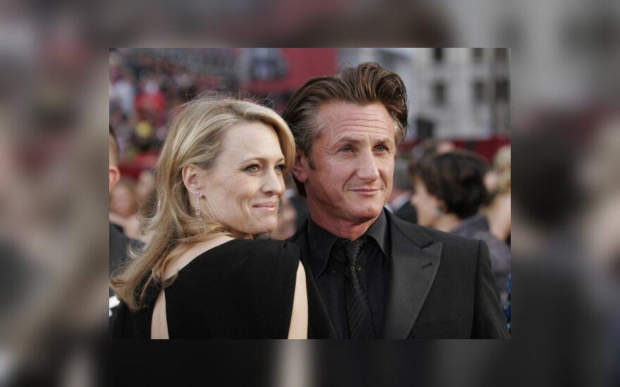 Seanas Pennas skiriasi su žmona