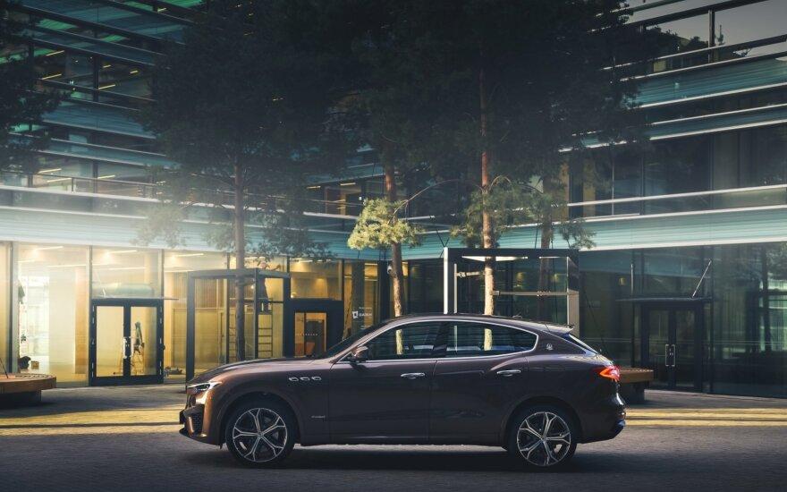 """""""Maserati"""" į Lietuvą atvežė unikalų modelį – """"Levante Zegna"""""""