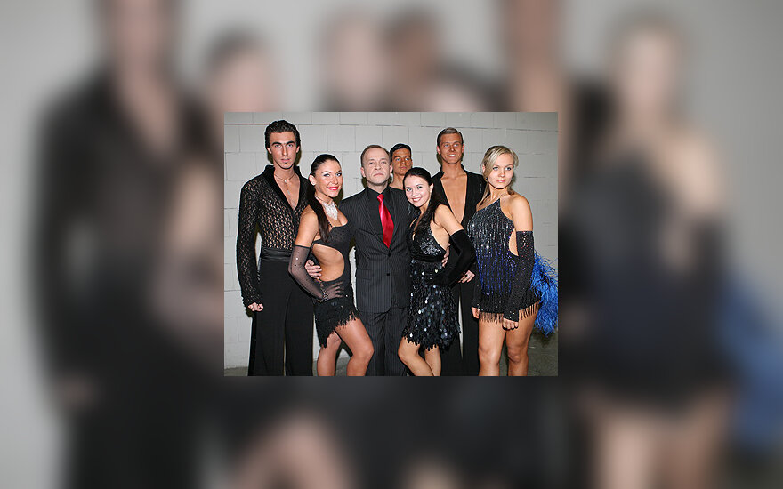 Kastytis Kerbedis (centre) su šokėjais