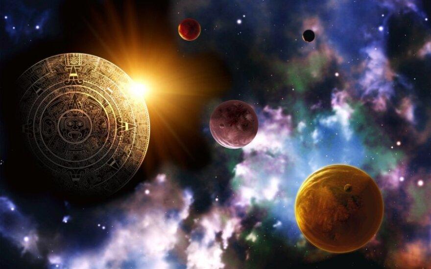 Holivudo žvaigždžių astrologas: moterys dažniausiai klausia apie antrąsias puses, vaikus, o vyrai – apie save