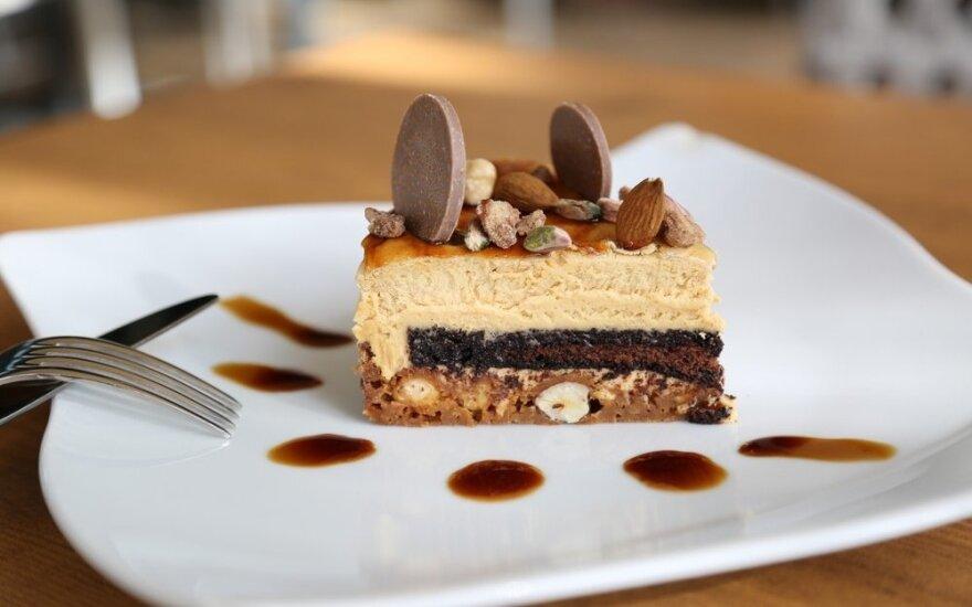 Greitai ir skaniai: nekeptas karamelinis ir šokoladinis tortas