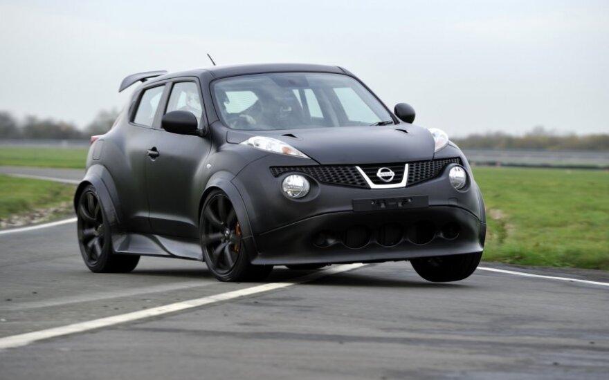 Nissan Juke-R bandymai trasoje