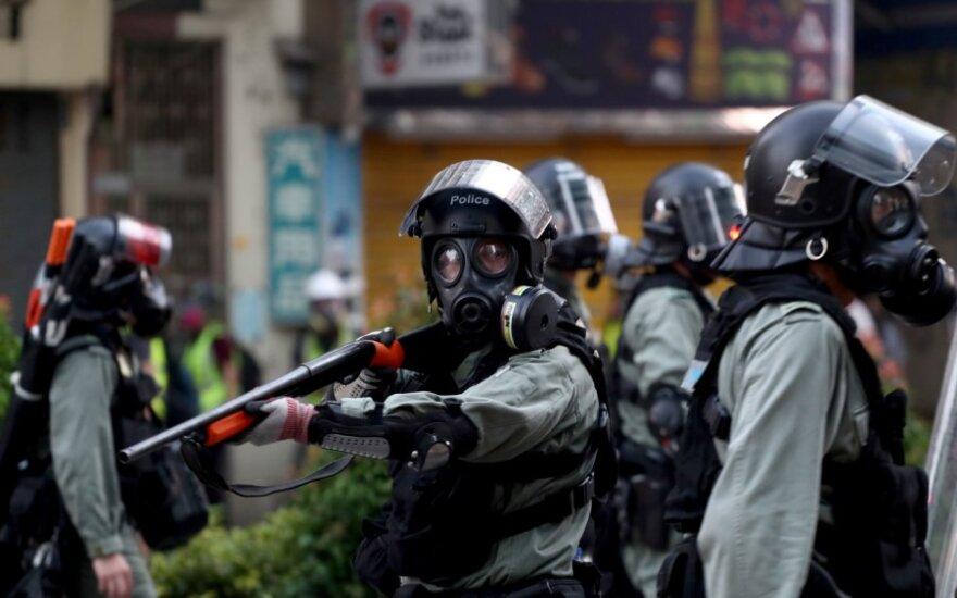 Honkongo policija vaiko protestuotojus