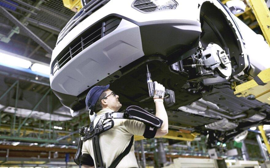 """""""Ford"""" gamyklos darbuotojai dėvės egzoskeletų kostiumus"""