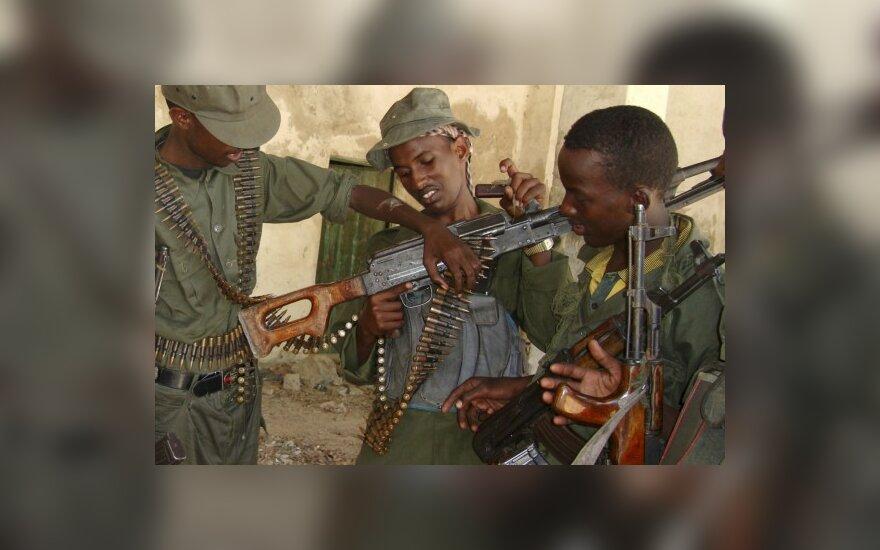 """Somalio islamistai be mūšio užėmė šalies piratų """"sostinę"""""""