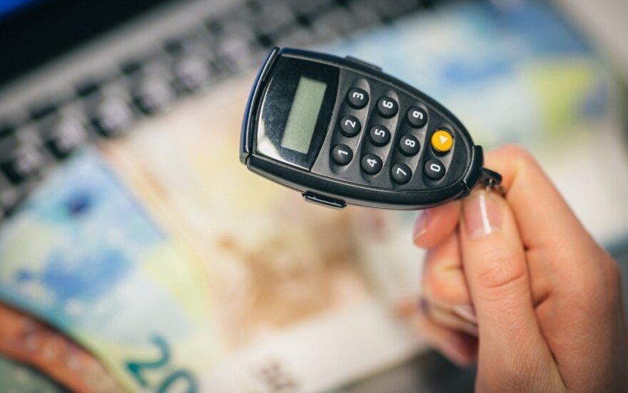 Valdantieji siūlo alternatyvą bankų mokesčiui