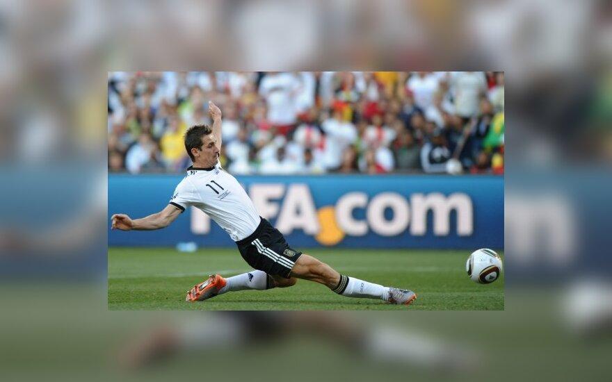 Miroslavas Klose muša įvartį