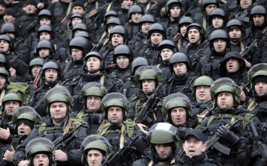 R. Kadyrovas demonstruoja savo kariauną