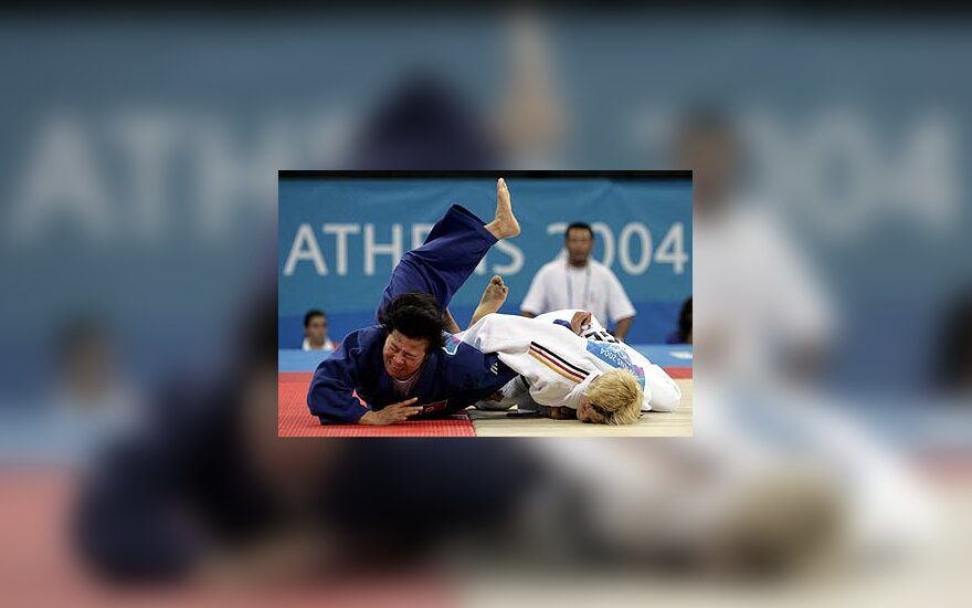 Kye Sun-Hui kovoja su Yvonne Boensich, dziudo