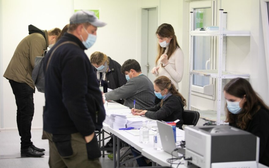 Sostinėje rinkimuose dirbantieji ir stebėtojai kviečiami išsitirti greitaisiais testais