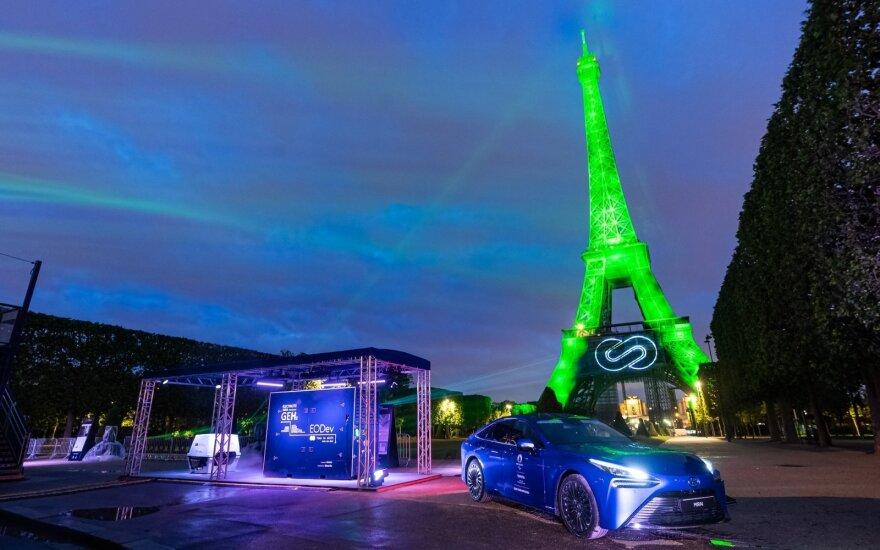 Vandenilio kuro elementų technologija padėjo tvariai apšviesti Eifelio bokštą