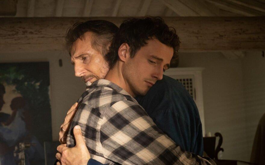 """Liamas Neesonas ir jo sūnus Michealis Richardsonas, kadras iš filmo """"Atsiminimai iš Italijos"""""""