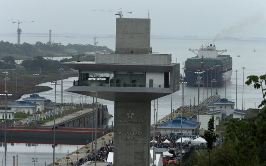 Į Panamos kanalo sieną įsirėžus laivui, vėl kilo diskusijos dėl kanalo dizaino
