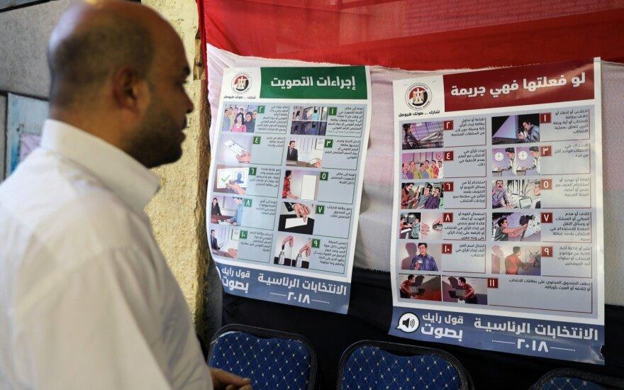 Egipto rinkėjai balsuoja paskutinę dieną, laukiama duomenų apie jų aktyvumą