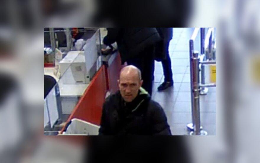 Kaune kameros užfiksavo vyrą, kuris galėjo pradanginti kelis daiktus