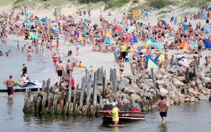 Niekad poilsiautojų nepristingantis Palangos paplūdimys - platesnis ir aušktesnis