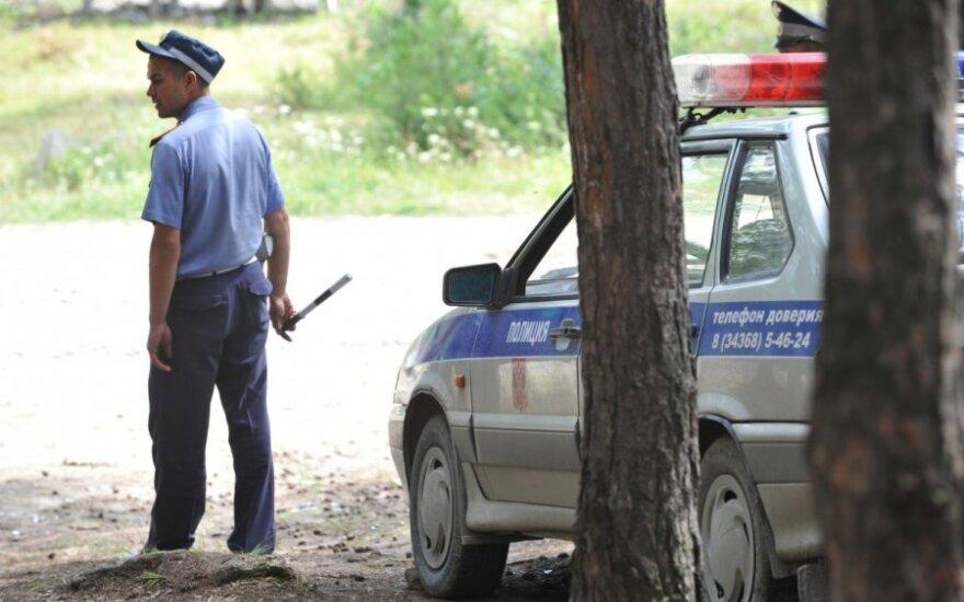 Rusijoje nuogas teisėjas užkluptas automobilyje, užsiimantis seksu su vaiku