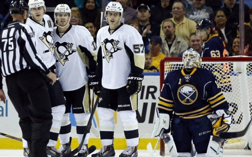 """Pitsburgo """"Penguins"""" ledo ritulininkai džiaugiasi įvarčiu"""