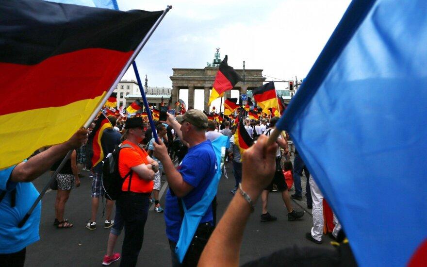 Į Berlyno gatves išėjo aktyvistai, besipriešinantys AfD eitynėms