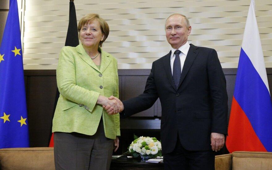 A. Merkel tikisi, kad įgyvendinus Minsko susitarimą bus panaikintos sankcijos Rusijai