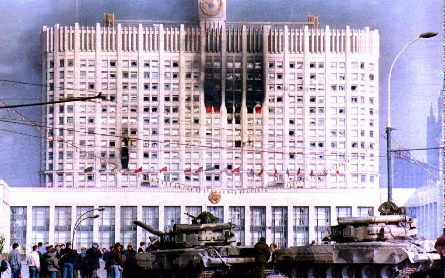 Po aršios kovos dėl įtakos Rusijoje – kruvini 1993-ųjų spalio įvykiai