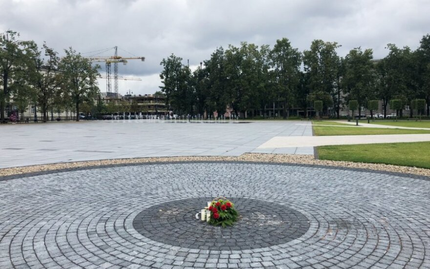 Policija rado Vilniuje iškastą kapsulę su laisvės kovų dalyvių relikvijų aprašais