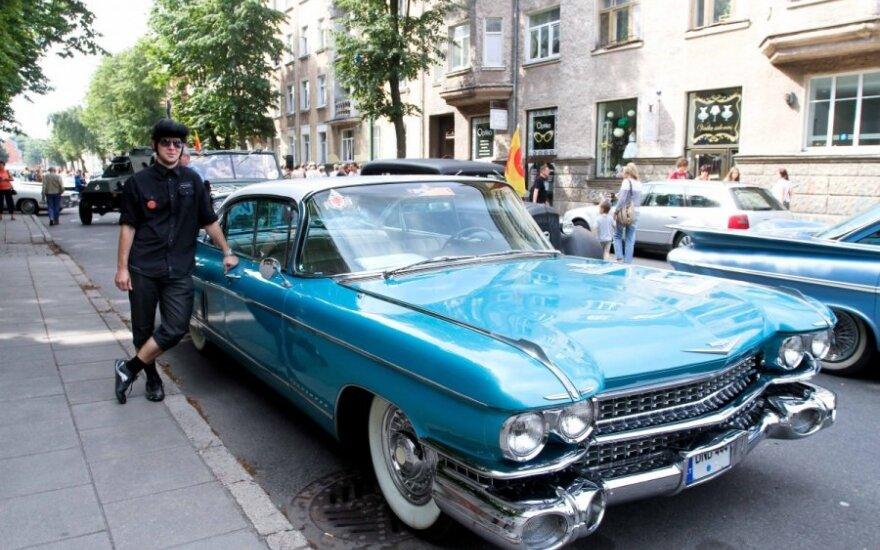 Klaipėdos centre nuaidėjo senovinių automobilių variklių garsai