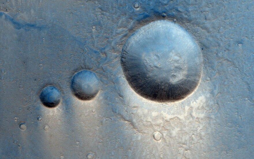 Marso krateriai Lunae Planum. ESA/Roskosmos/CaSSIS nuotr.