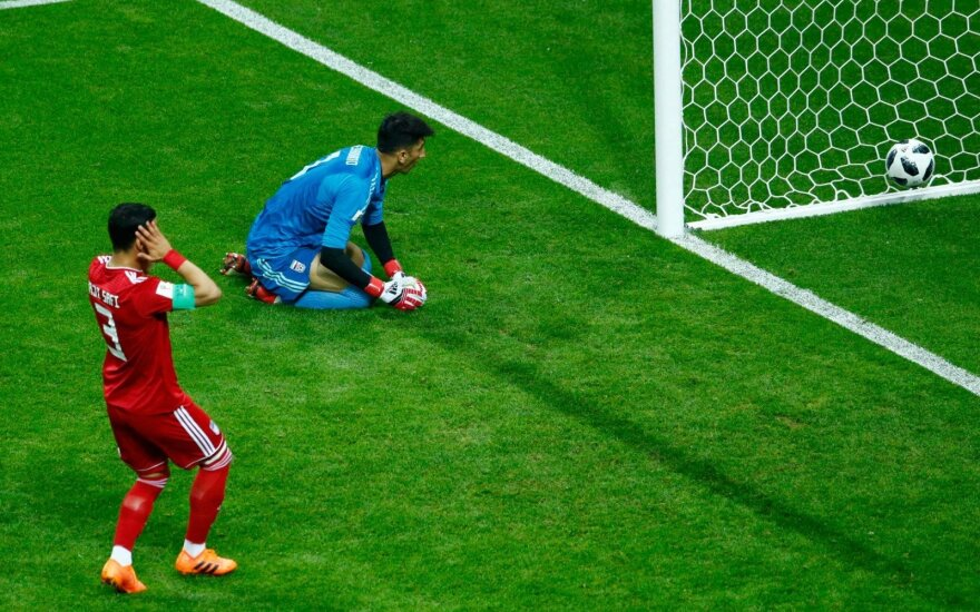Kurioziškas įvartis padovanojo Ispanijos rinktinei pirmą pergalę čempionate