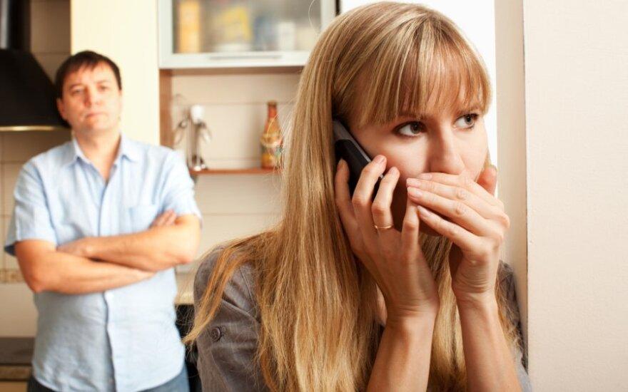 Tėvystės ginčijimas: ar sunku prisiteisti kompensaciją iš neištikimos žmonos