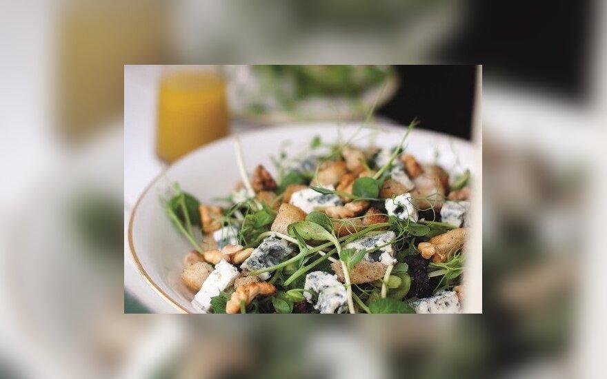 Daigintinių salotos su mėlynųjų pelėsių sūriu