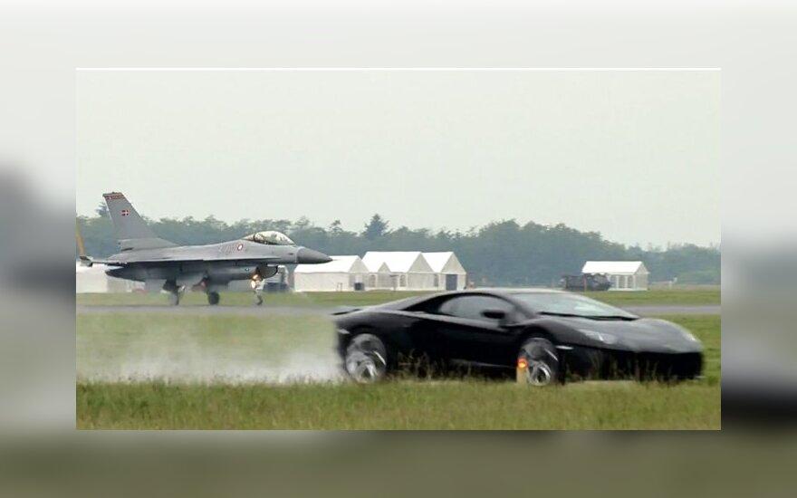 Aventador prieš F16