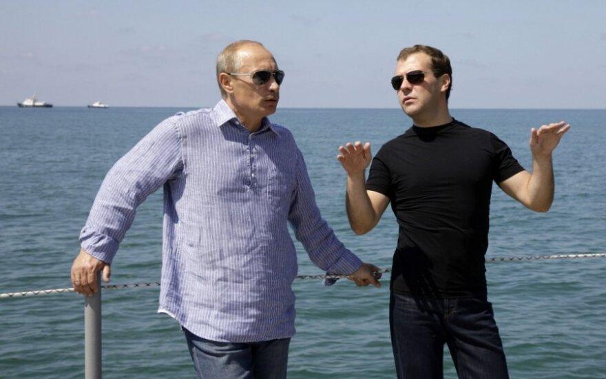 Kažin, kokiose šalyse siūtus drabužius dėvi Vladimiras Putinas ir Dmitrijus Medvedevas