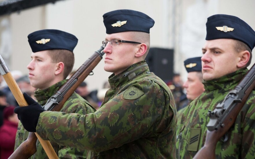 Lithuanian defence ministry to propose pay raise for professional troops