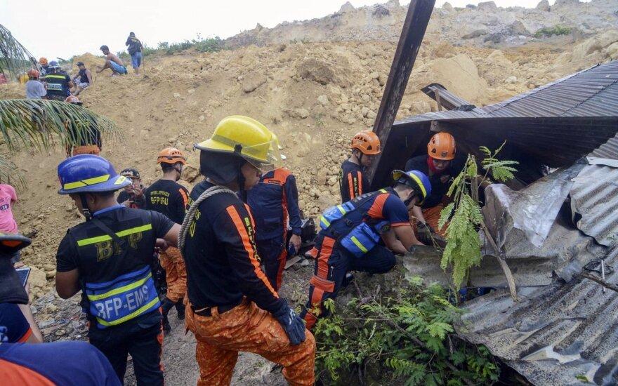 Filipinuose nuošliauža užgriuvo gyvenvietę