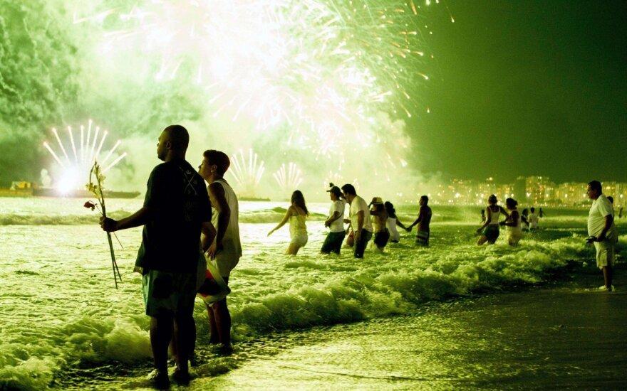 Keisčiausios Naujųjų metų sutikimo tradicijos
