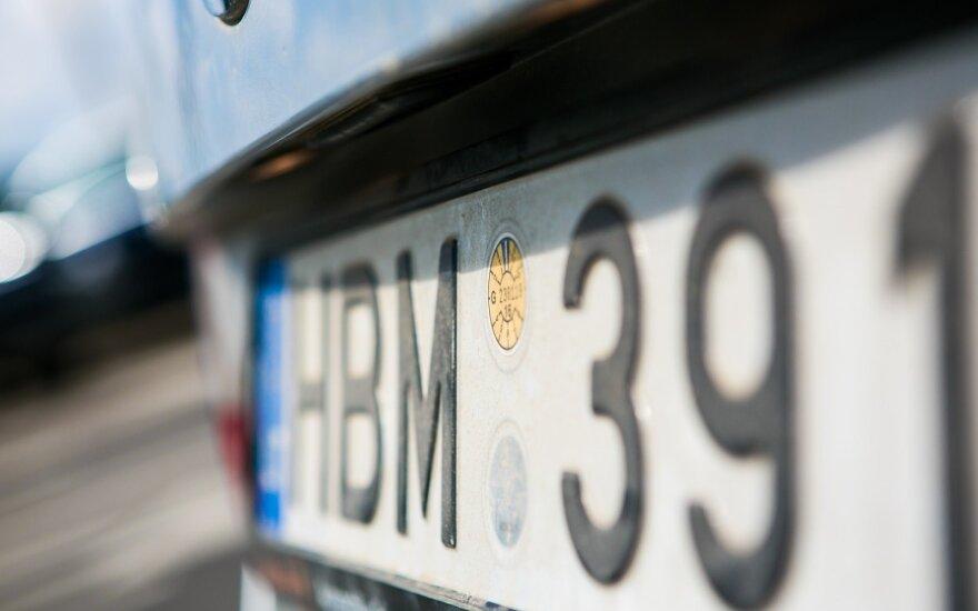 """Sukčiai įsigudrino: kad automobilio numeris buvo """"pasiskolintas"""" paaiškėja tik gavus baudą"""