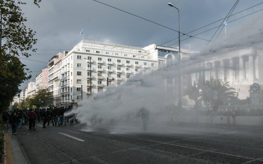 Graikijoje draudimo dėl viruso nepaisę protestuotojai susirėmė su policija