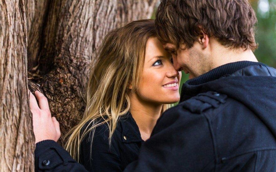 Kodėl vyrai kur kas romantiškesni nei moterys