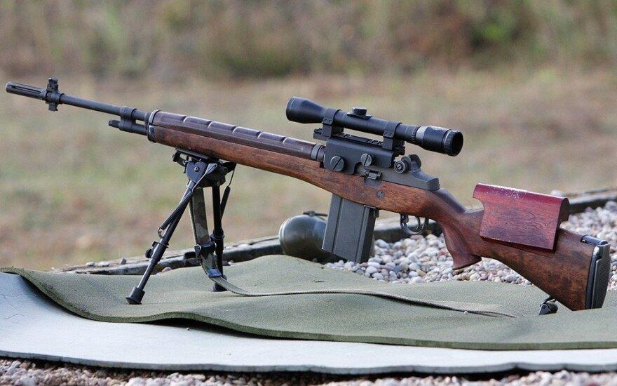 Gyventojų finansinės paramos lėšomis modernizuoti šautuvai M-14 - jau šalies kariuomenės ginklinėse
