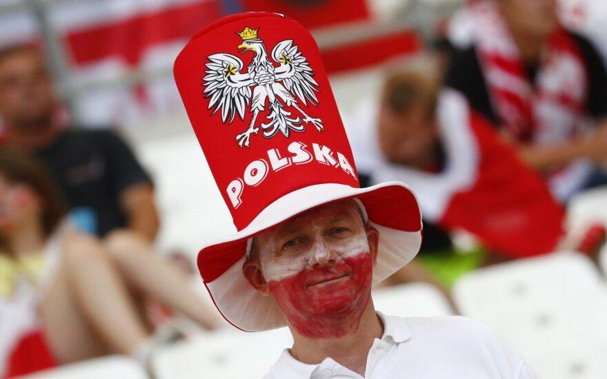 Komisija grasina Lenkijai ir Vengrijai mažinti finansavimą