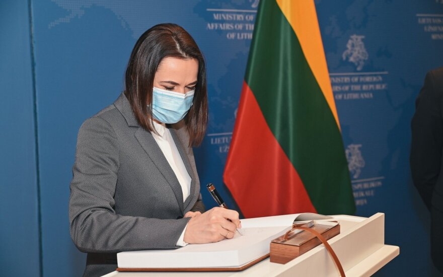 Cichanouskaja su ES žmogaus teisių įgaliotiniu aptarė naujas sankcijas Minskui